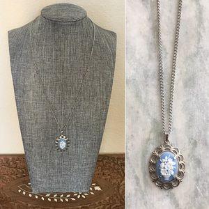 '70s / Cameo Bouquet Necklace 💐